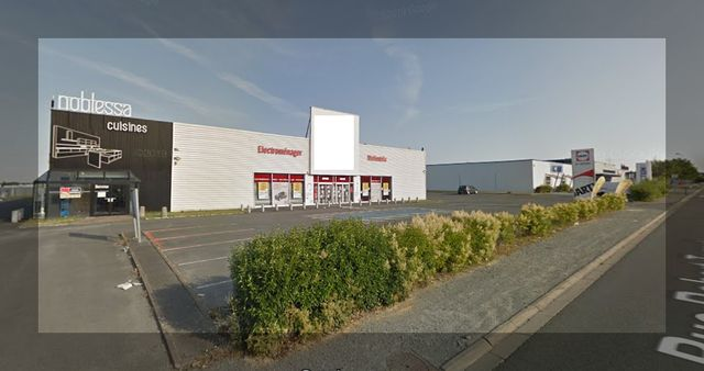Local commercial 1628m2 - Mendes France Niort