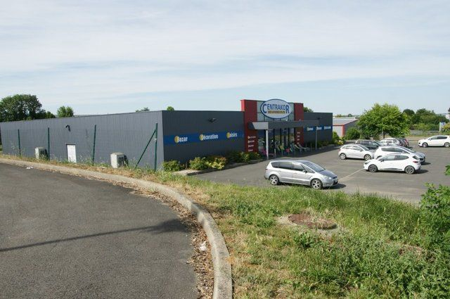 Local commercial Azay Le Brule 1300 m2