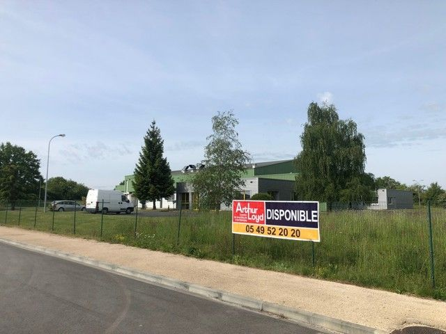 Entrepôt / local industriel Chatillon Sur Thouet 5 500 m²